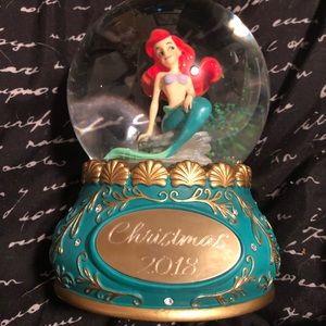 Disney showcase collection Ariel snow globe